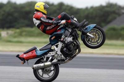 Fastest-motorcycle-handlebar-wheelie